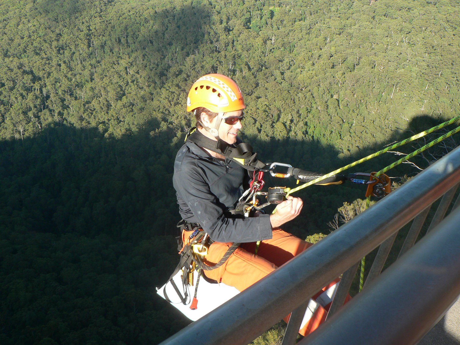 NSW SES Volunteers Scale Cliffs for Clean Up Australia Day