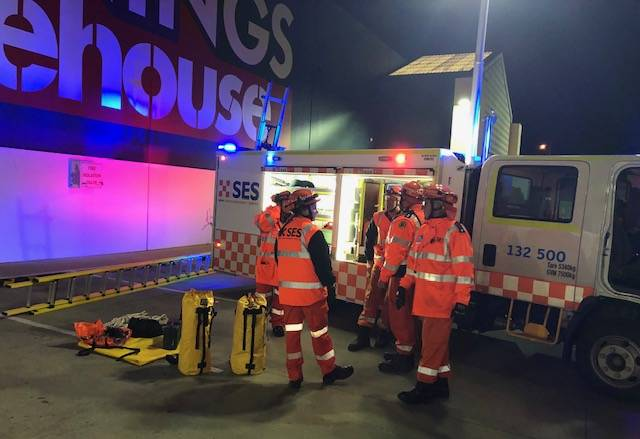 Goulburn's Bunnings store hit by strong winds