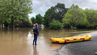 Trapped man rescued from ute as Tumbarumba floods